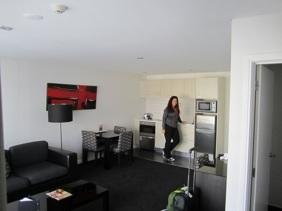 Waldorf Stadium Apartments Hotel: kitchen