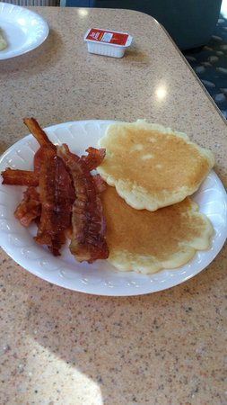 Holiday Inn Express Hotel & Suites: Great Breakfast