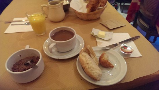 Grand Hotel Voltaire: 6 euros and chocolate! Yes! I'm ready to start my day.