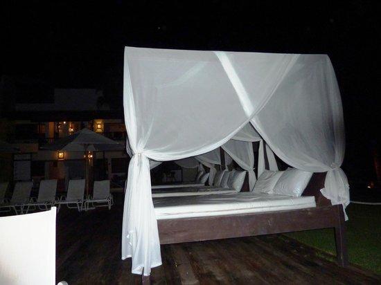 BlueBay Villas Doradas Adults Only: Pool/Beach beds