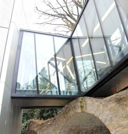 Felix Nussbaum Haus: Glass bridge