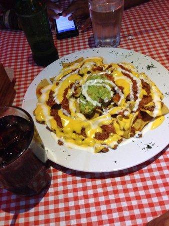 BAR AND GRILL RAICES: Nachisimos riquísimos