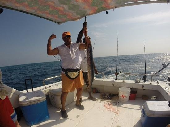 Blue Reef Adventures Ltd: eat the baracuda!
