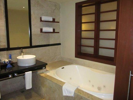 Grand Sunset Princess All Suites Resort : Deluxe jr tub
