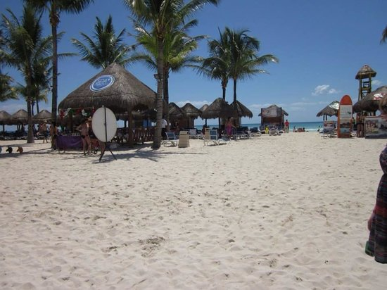 Grand Sunset Princess All Suites Resort : Large beach