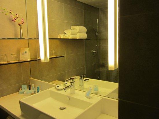 Novotel Hong Kong Nathan Road Kowloon : Bathroom, Novotel Nathan Rd
