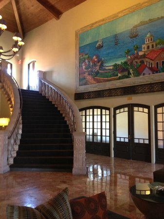 Embassy Suites by Hilton Mandalay Beach - Hotel & Resort: Hotel lobby