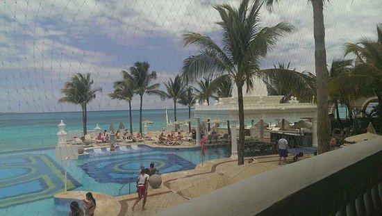 Hotel Riu Palace Las Americas : Infinity pool with swim up bar