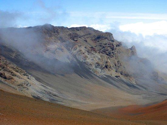 Haleakala Crater: multicolored Lava rocks