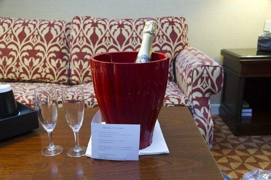 Renaissance Paris La Defense Hotel: Complimentary Champagne for Honeymoon