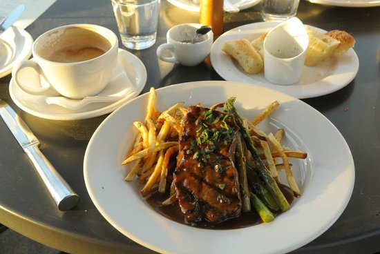 Mercato Ristorante: Peppercorn Steak garlic fries and asparagus