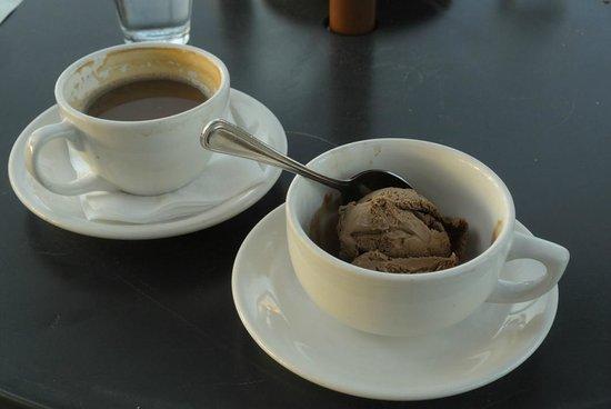 Mercato Ristorante: And ... of course ... gelato!! (chocolate)