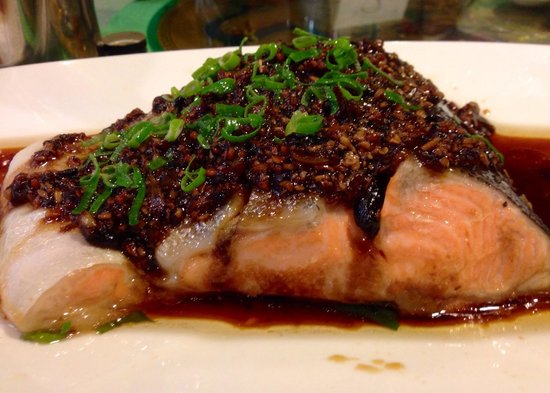 Lucky Seafood Restaurant: Steamed salmon with black beans were done just right