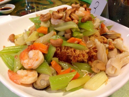 """Lucky Seafood Restaurant: Yam basket over flowing with """"treasures"""""""