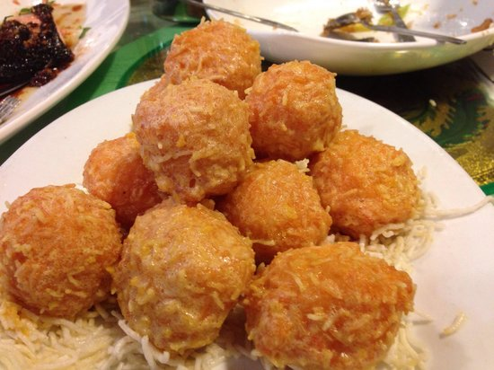 Lucky Seafood Restaurant: Prawn balls with lots of prawns inside