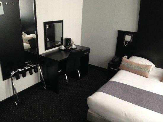 Hotel De Looier: Escritorio dentro del cuarto