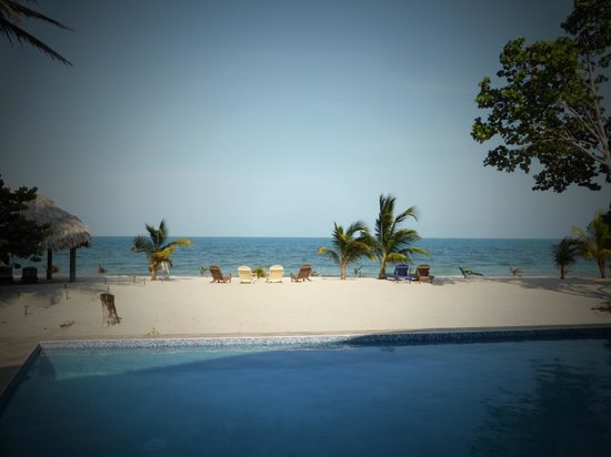Mariposa Beach Suites : Picture Perfect, view from our room veranda, pool area!