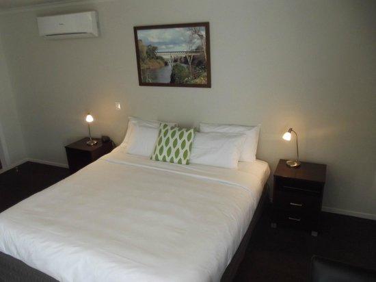 Arena Court Motor Lodge : Bedding
