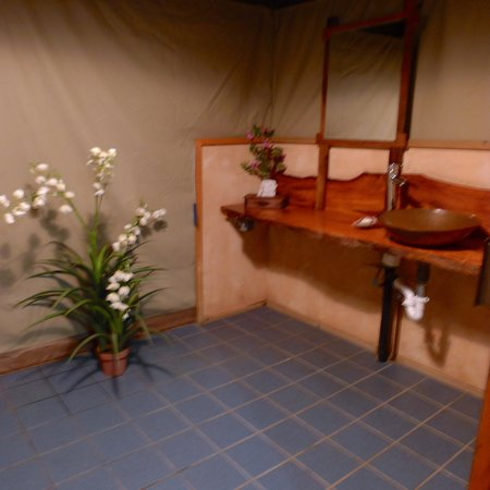 Safari West : Bathroom