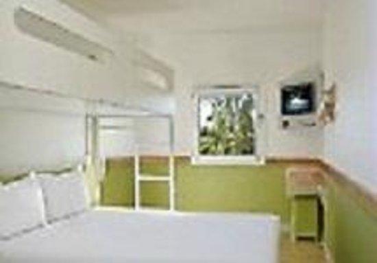 Ibis budget Windsor Brisbane: Queen with overhead bunk