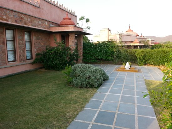 Tree of Life Resort & Spa Jaipur : front lawns