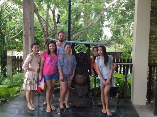 Buddha's Surf Resort: Before we left, picture first with Chris! Thanks Buddhas for accommodating us.