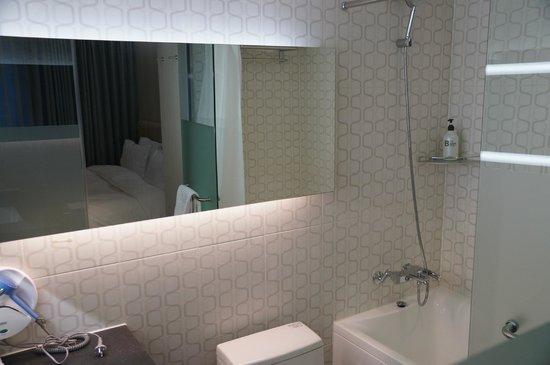 Hotel Aropa : Bathroom