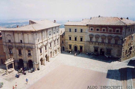 Piazza Grande a Montepulciano: Piazza Grande dalla terrazza del Palazzo Comunale