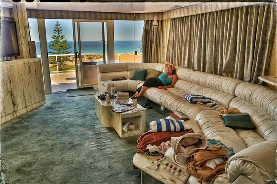 Beach Manor Bed and Breakfast Perth: Sitting Room with View from blue ocean suite