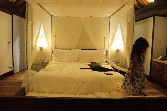Four Seasons Resort Maldives at Kuda Huraa: The Bed