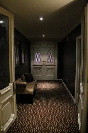 Hotel Julien Dubuque: Entry hallway, second set of interior doors.
