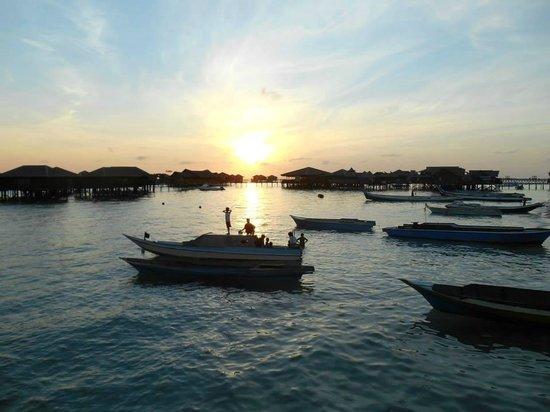 Scuba Junkie Mabul Beach Resort : Sunrise at Scuba Junkie