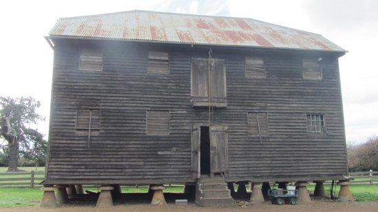 Brickendon Colonial Farm Village : Barn