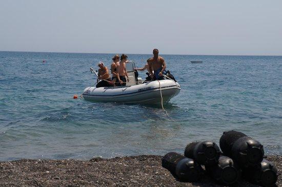 Navys Waterworld Dive Center : Лодка