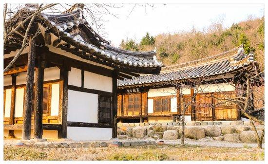 Millennium Palace Resort & Spa Ragung: old korean academy building next to main building