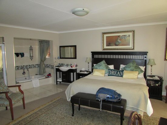 Arum Place Guest House: Shades of blue room