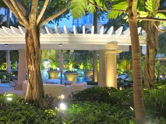 Wynn Macau : Pool area is open until 8pm