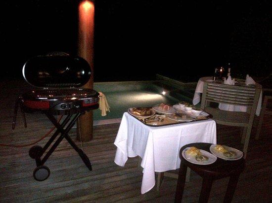 Sheraton Maldives Full Moon Resort & Spa: BBQ in-villa