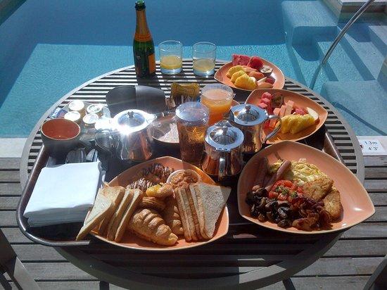 Sheraton Maldives Full Moon Resort & Spa : breakfast in-villa