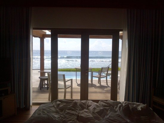 Sheraton Maldives Full Moon Resort & Spa : view from ocean villa bedroom