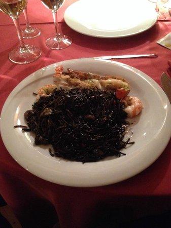 Restaurant Koxkera: Fideuà nera con aragostina e gambero