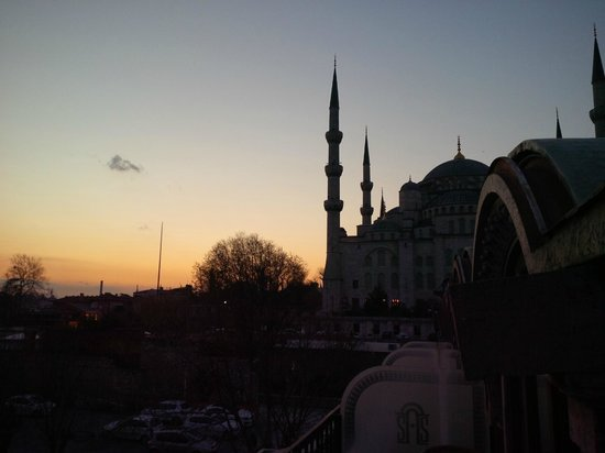 Sultanahmet Palace Hotel : View from the balcony at night