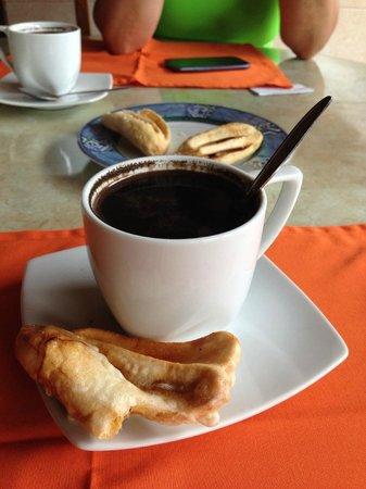Tanta Moon Luxury Villas: Tea or Coffee time with fresh 'pisang goreng' baked banana