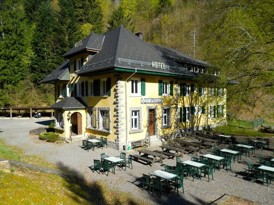 lots of outdoor seating photo de hotel col de bussang saint maurice sur moselle tripadvisor. Black Bedroom Furniture Sets. Home Design Ideas