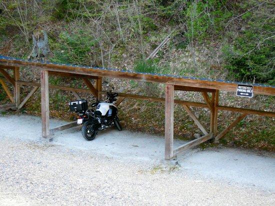 Hotel Col de Bussang : Parcheggio moto coperto