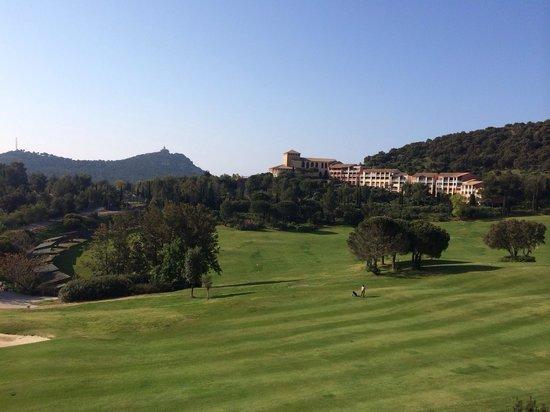Pierre & Vacances Resort Cap Esterel: Vue sur le golf et le hameau du cap Esterel
