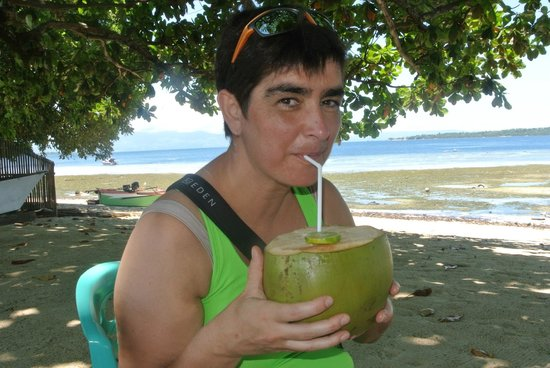 Fresh coconut drink at Bobocha Cottages Siladen