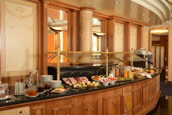 The Monarch Hotel: Frühstücksbuffet