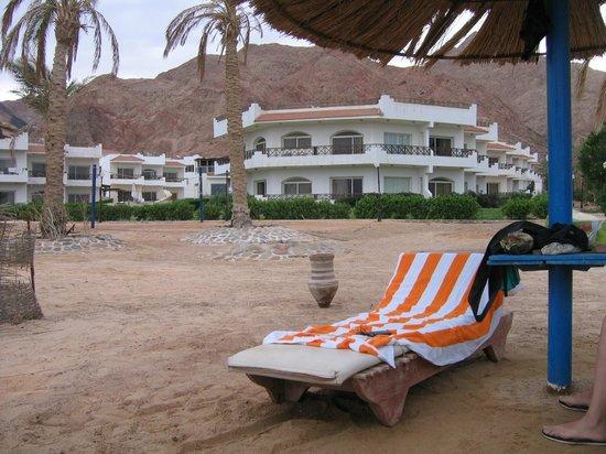 Sea Sun Hotel Dahab: вид с пляжа