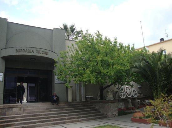 Izmir Bergama Museum : Bergama Museum entrance